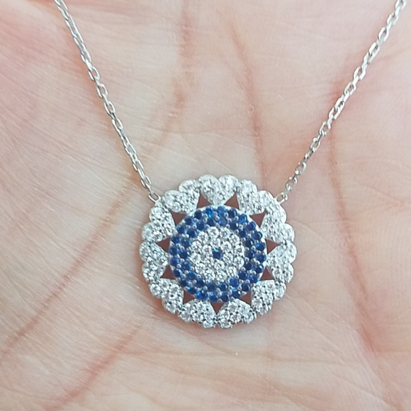 """ATTRACTIVE WHITE STONE PENDANT ON SILVER PLATED CHAIN 16/"""" or 18/"""""""